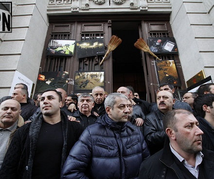 crowd blocking entrance national library IPN 2013-02-08