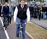 mikheil saakashvili - bicycle ride in Turkey, 2013-04-08