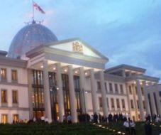 queue_at_president_palace