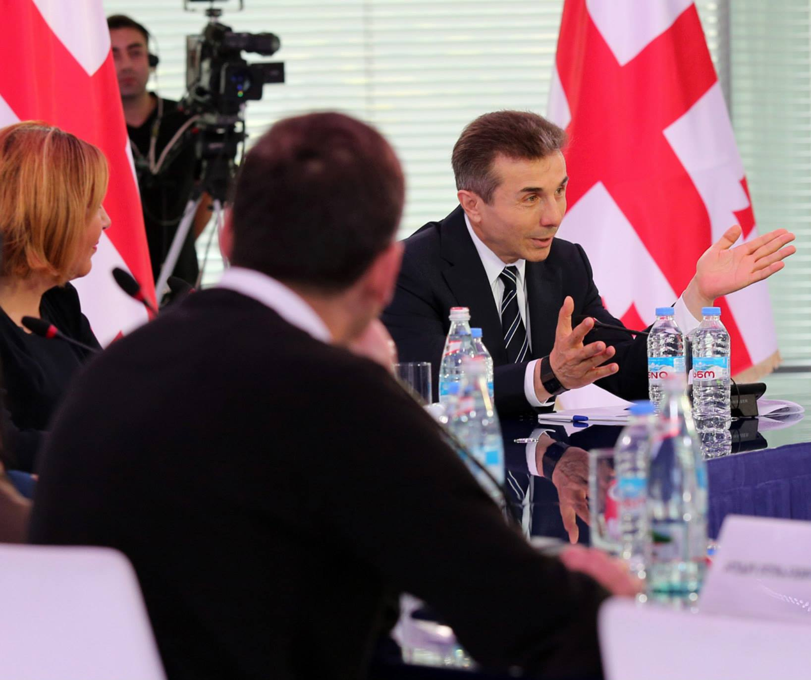 bidzina_ivanishvili_and_journalists