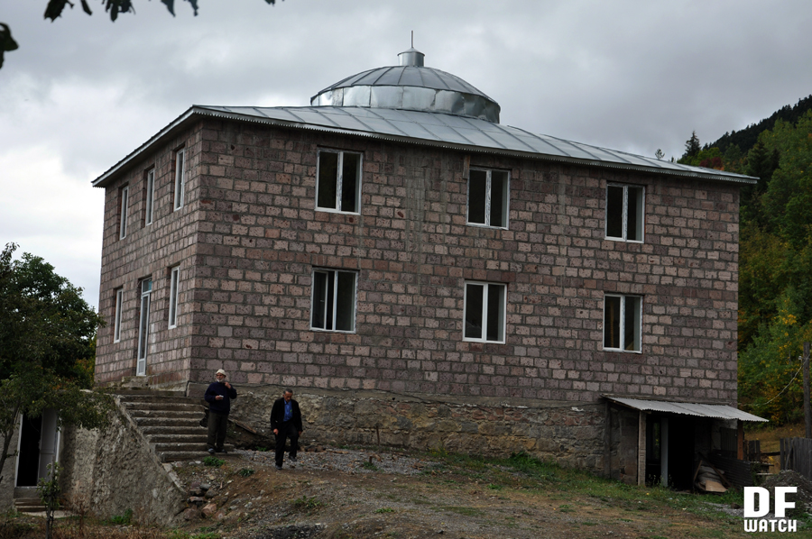 Mosque in Chela (DFWatch)