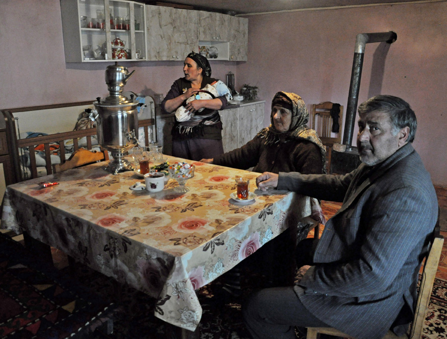 Family members enjoying traditional tea from samovar (Mari Nikuradze)