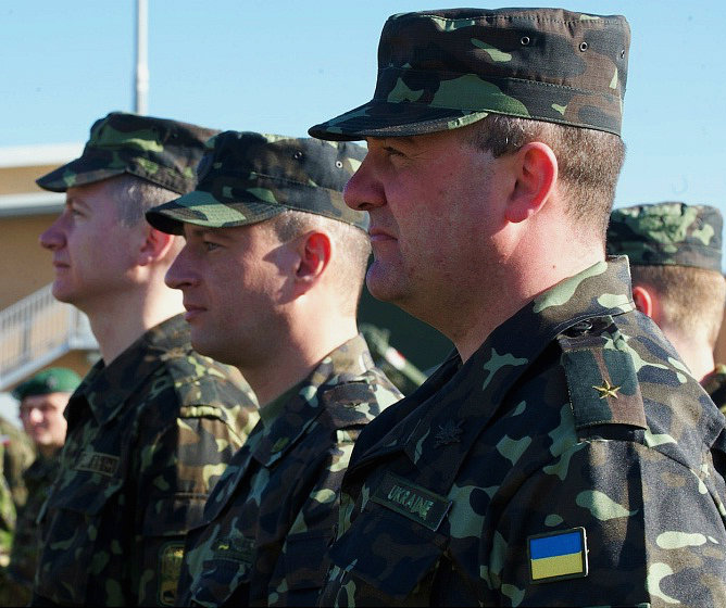 Ukrainian_soldiers_in_NATO_exercise_Bulgaria_March_2014_-_Photo_by_Brooks_Fletcher_-_US_Army_Crop