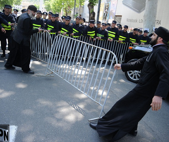 priests-removing-police-cordon-2013-05-17