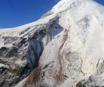 dariali_landslide_glacier_21_August_Crop