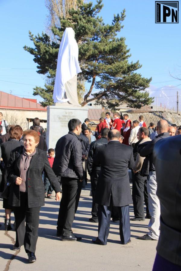 Meshrop_Mashtots_statue_in_Akhalkalaki