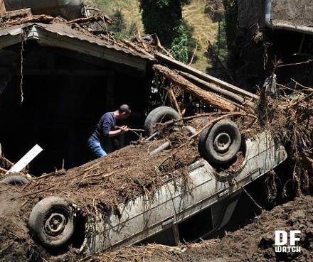 overturned_car-