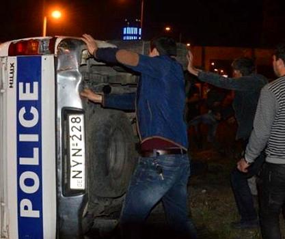 police_car_riot