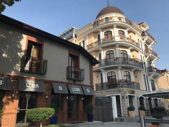 """თბილისში მიაჩნიათ, რომ სოხუმის სასტუმროს """"საერთაშორისო ვარსკვლავი"""" უბრალო ბლეფია"""