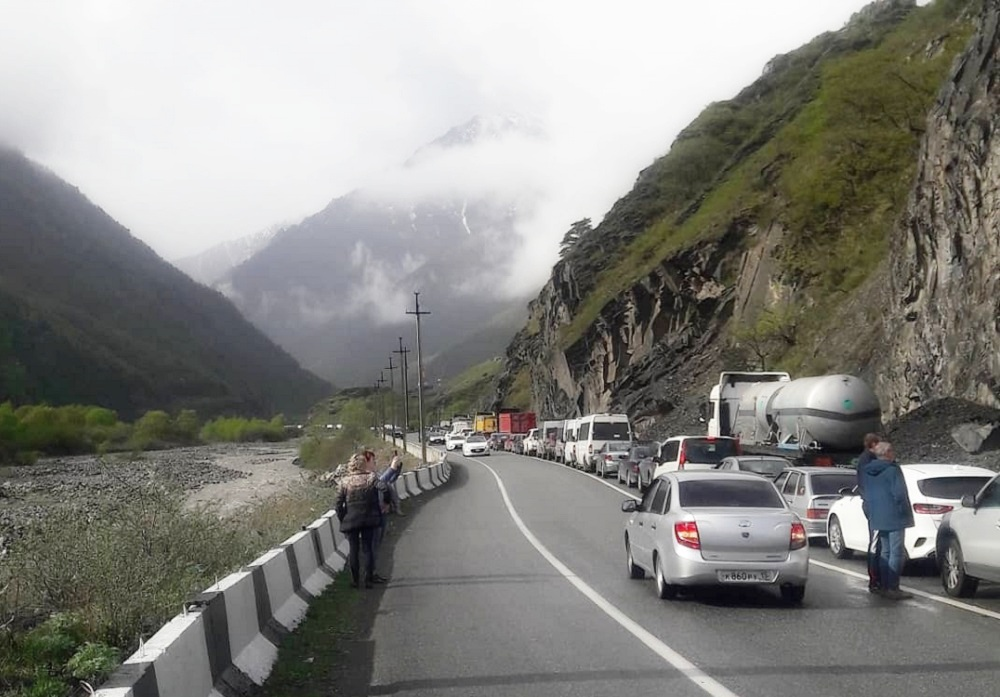 13km line of cars at Russia-Georgia border crossing as tourism season kicks off