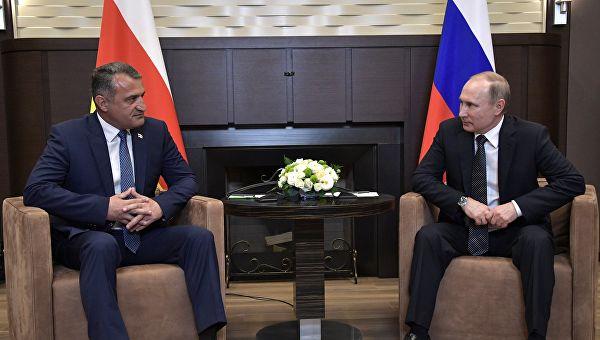 Еще один шаг к аннексии – c «граждан Южной Осетии» снимают ограничение на сроки пребывания в России