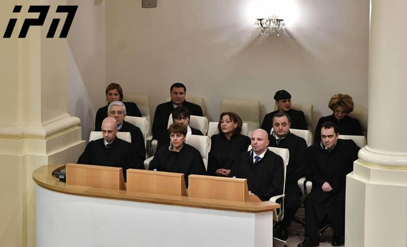 "Georgian parliament staffs Supreme Court amid opposition boycott, ""chemical attack"" and roaring protests"