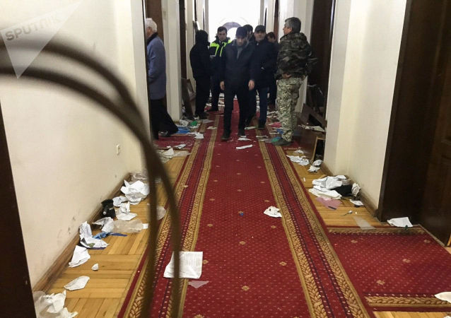 Mass unrest in Sokhumi: Khajimba flees his office, threatens to impose state of emergency