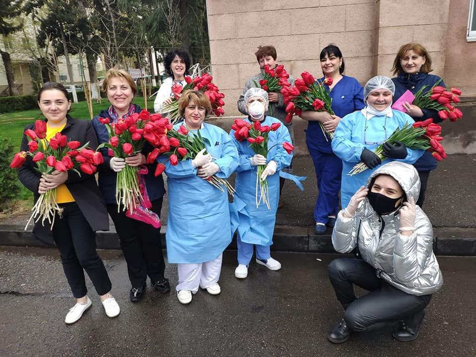 Campaigners deliver 1,500 flowers to medics fighting covid19 in Georgia